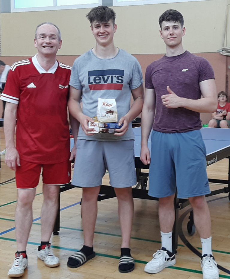 Von links: Detlef Heinz (2. Platz), Joshua Busemann (1. Platz) und Aaron Busemann (3. Platz), Schweizer Turnier am 18. Juni 2021